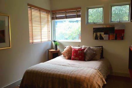 Cozy, Peaceful Country Getaway - Ashfield - Dom