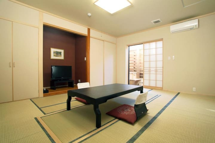 10 mins from Miyazaki Airport! Free breakfast included!Japanese style room with open-air bath[3 pax][Room 103]