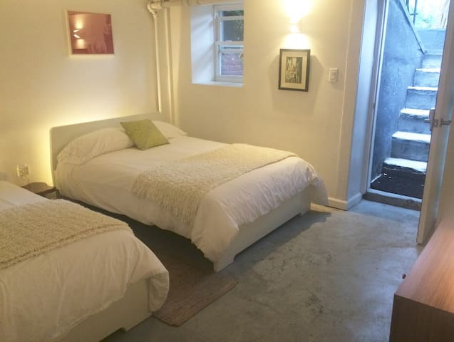 Lovely & Separate Bedroom Suite w/ Private Entry