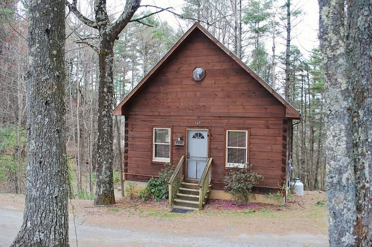 Pines on the Parkway-Pet Friendly, Hiking Nearby, Blue Ridge Parkway, sightseeing