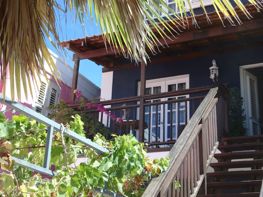 Junior Suite PM78 Curacao: your balcony with 2 very comfortable chairs and a table to enjoy your home made breakfast or drink.