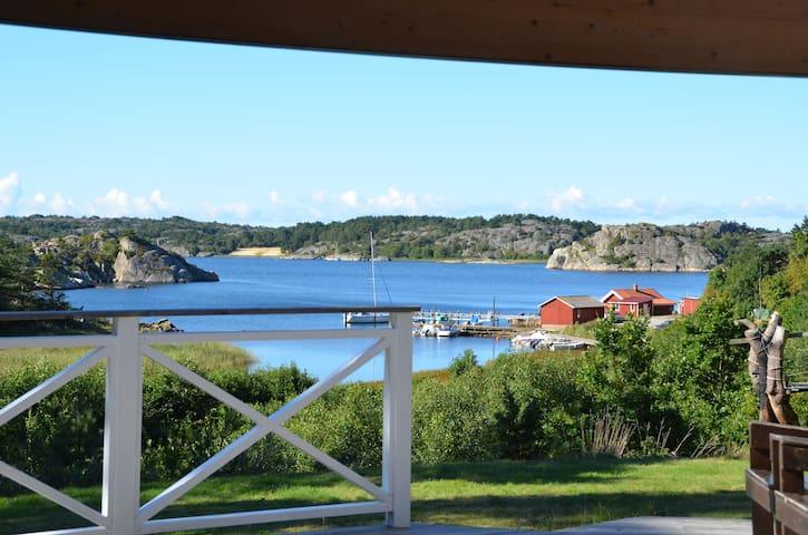 Mysigt litet hus vid havet - Tanumshede - บ้าน