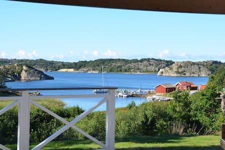 Mysigt litet hus vid havet - Tanumshede