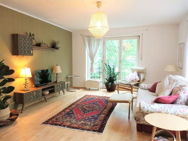 Bright and lovely 2-room flat in Munich (sleeps 4)