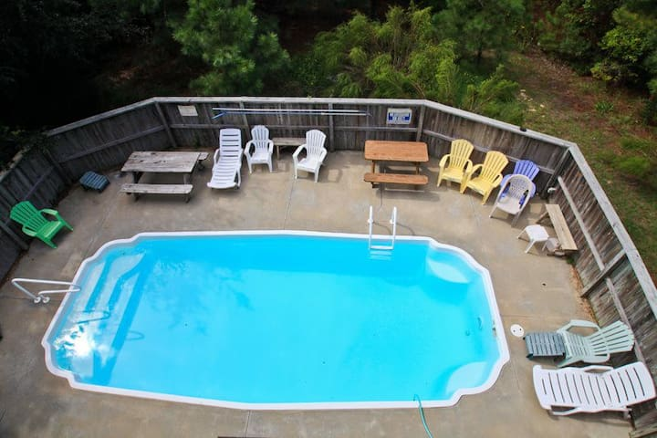 6105 * Homeplace * 3 Min. Walk to Beach * Pet Friendly * Private Pool * Pool Table