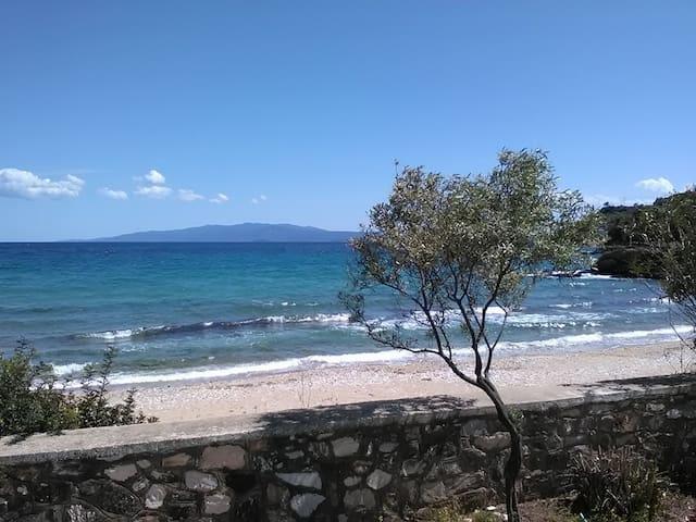 HOUSE KOKKALAS - ON THE BEACH - Pyrgadikia - Casa