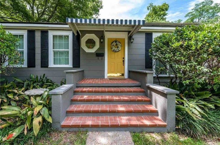 South Highland Charm with private entry!