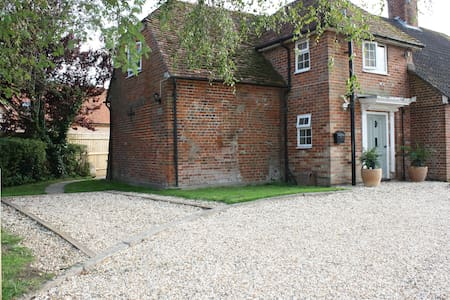 Whaddon Farm House Annexe very close to Salisbury