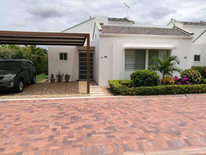Hermosa y acogedora casa en Ricaurte / Girardot