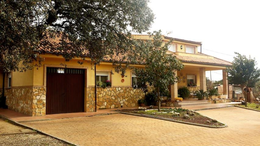 Finca el Carmen: 2 double Bedrooms - San Román de los Montes
