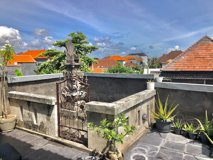 Private Rooftop Canggu apartm. 2 min to Finn's