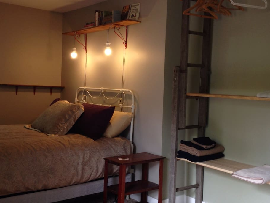 luxurious queen bed, reading lamps, bedside shelving and a funky closet