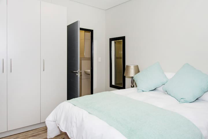 Cosy breakaway for two, or business stay