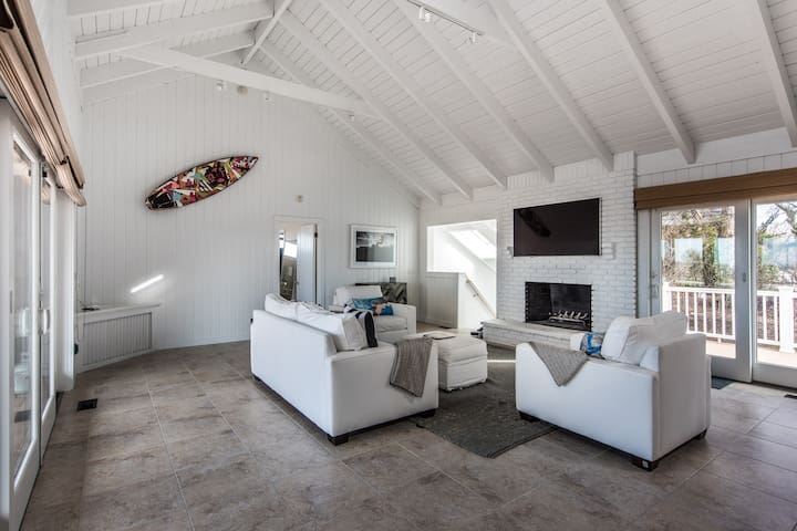 The Surf Haus: Sweeping Views of Montauk w/ Pool - Montauk - Dom