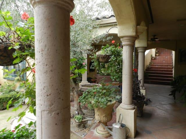 Moroccan Suite & Roof Terrace