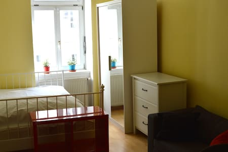 room in a nice communal flat, near city centre - Monaco - Appartamento