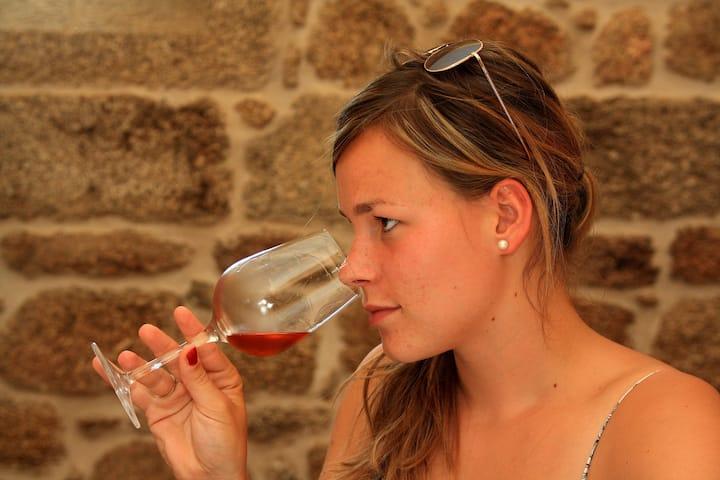 Verena, 27, Winzerin & Gastgeberin