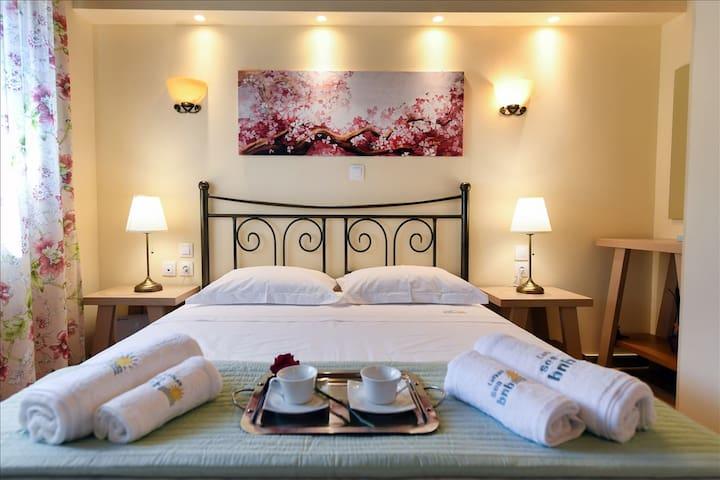 The bedroom. Το υπνοδωμάτιο.