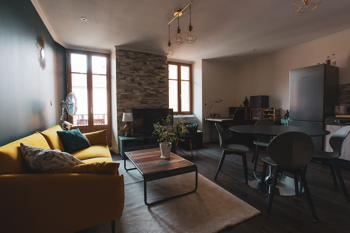 Grand salon / séjour avec cuisine ouverte