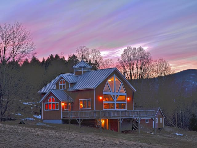 Heart of the Sunrise! Private Catskills Retreat - Windham - House