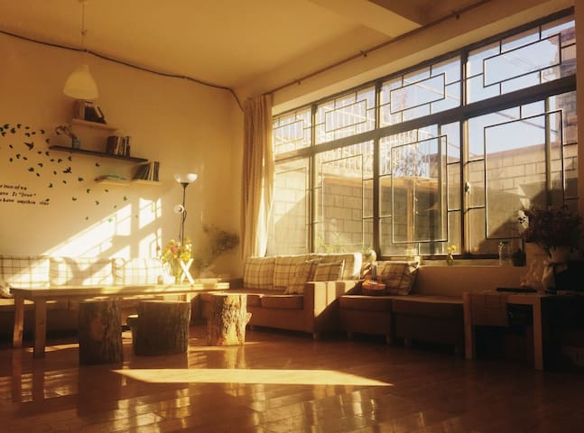 夏驿站阳光精品客栈 - Lasa Shi