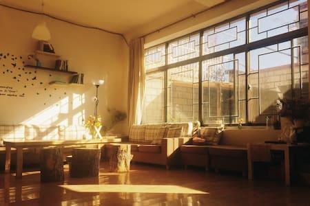 夏驿站阳光精品客栈 - Lasa Shi - Villa