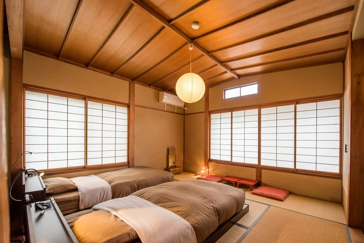 Japanese style twin room with shared facilities