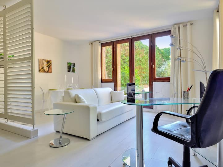 Design flat with private garden close to the Palace of Versailles – Welkeys