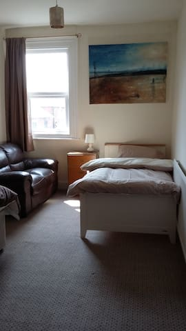 Room 2 in Shared Flat - Ideal for Contractors - Johnstown - Apartmen