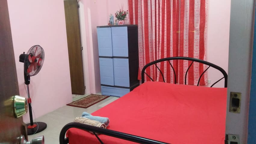 Josephine's Standard Room 01