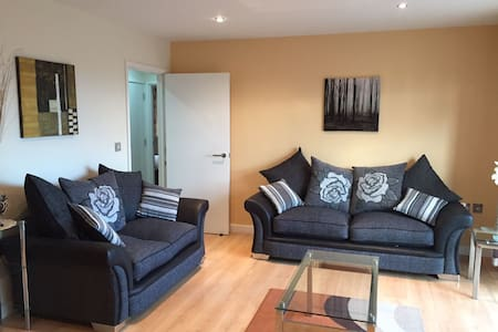 Modern  Spacious 2 Bed Apartment in Wakefield - Wakefield