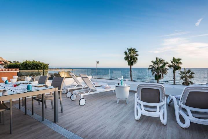 Enjoy this Ville on the beach in Malaga City - Málaga - House