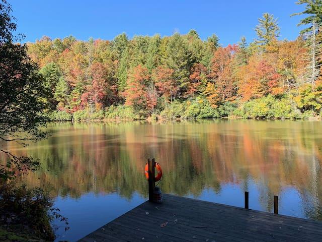 Beautiful lake house on private lake, paradise!