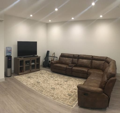 2bd/2bth Spacious Luxury Apartment on West Side