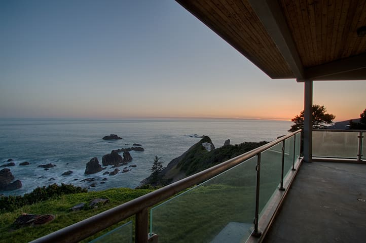 Stunning Modern Cliff House & Breathtaking Views