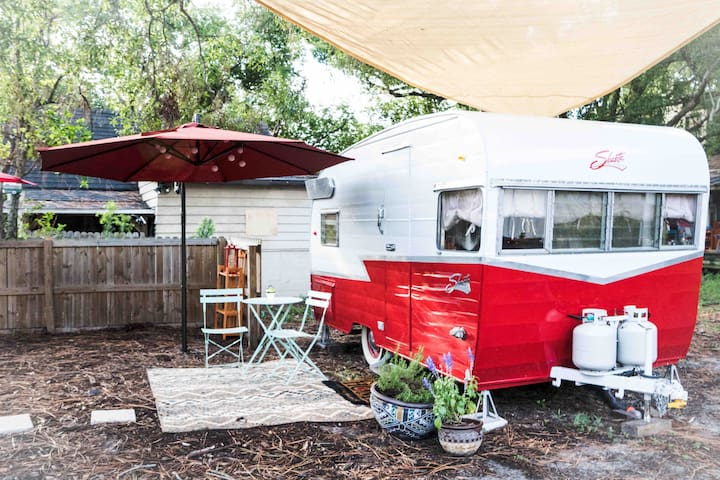 Vintage Glamping Adorable Retreat Central Beach+DT