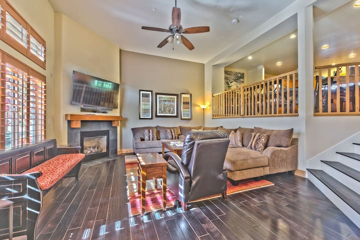 Living Room with a Cozy Sectional Sofa, Flat Screen TV, Hardwood Floors and a Gas Fireplace
