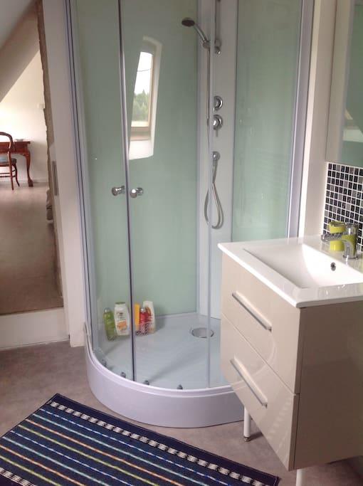 Chambre petit d jeuner salle d 39 eau et wc priv s huizen te huur in tr beurden bretagne frankrijk - Fotos van salle d eau ...