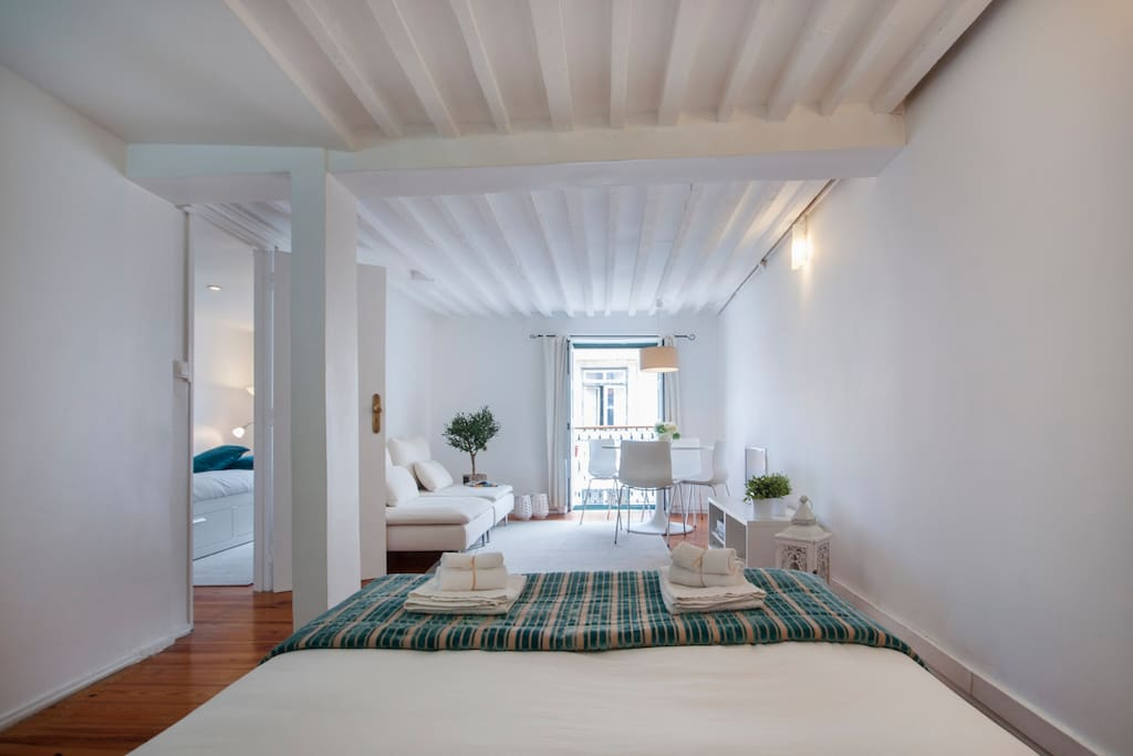 Apartment 2 - Bedroom 3 - Bright lounge with a/c and view to historic centre and Lisbon's Castle