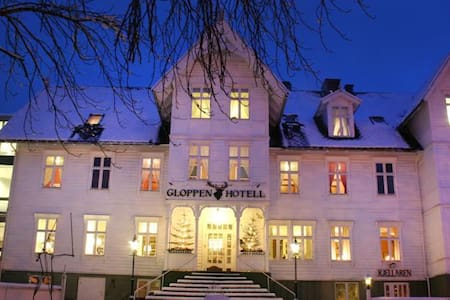 In the heart of Sandane, Nordfjord. - Gloppen - Bed & Breakfast