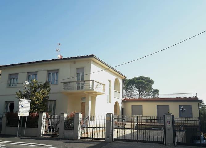 """Casa Mimosa  """"Appartamento Girasole"""""""
