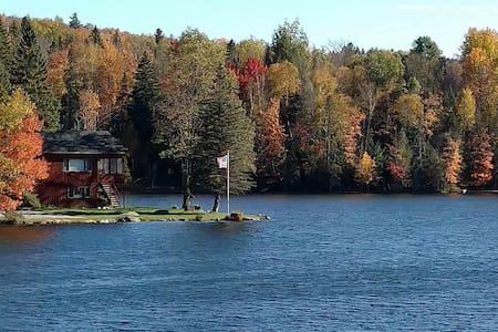 Cozy lakefront 4 seasons Adirondack home