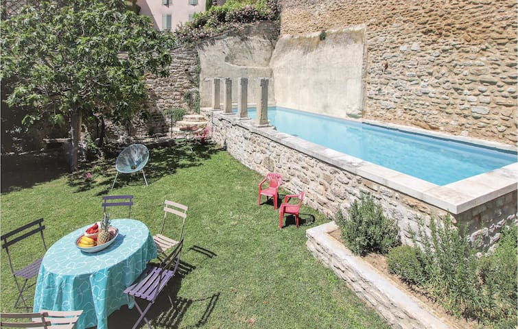 Holiday cottage with 3 bedrooms on 160m² in Grignan