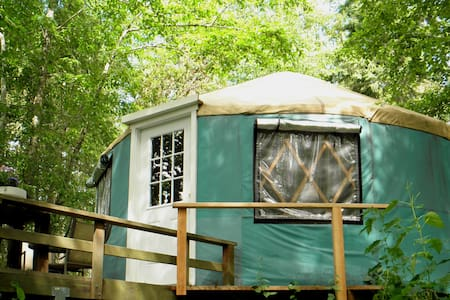 Sea Star ~ a cozy yurt minutes from Port Townsend