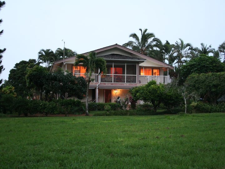Spacious 2-story Princeville Home on Golf Course