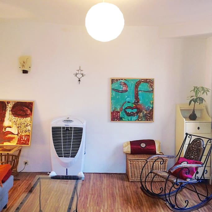 Spacious and bright leaving room! TV, heater, A/C... to make yourself cozy!