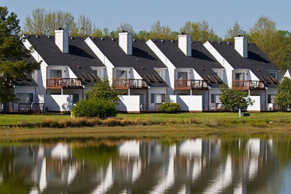 Historic powhatan resort 2 bedroom serviced flats for - 2 bedroom hotel suites in williamsburg va ...