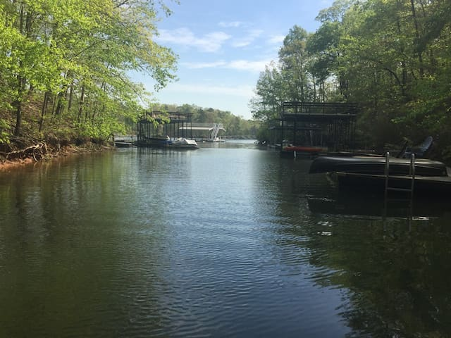 Lake Lanier home with dock, near GA 400 outlets - Dawsonville - Huis