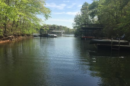 Lake Lanier home with dock, near GA 400 outlets - Dawsonville
