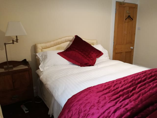 Cosy room Kingsize bed